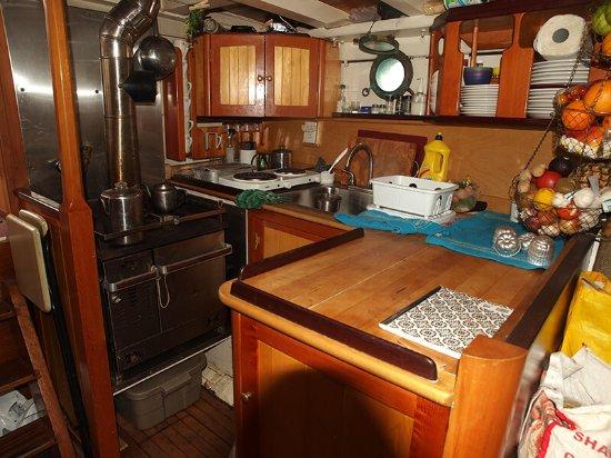 Tlell, Canada: Piraeus kitchen