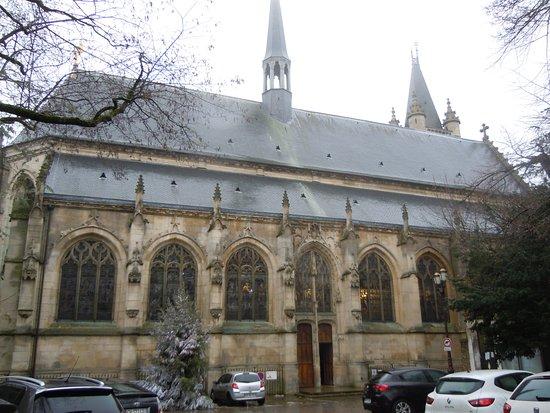 Collegiale Saint Martin: Entrée de l'église sur le latéral