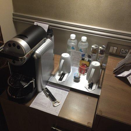 Présentation de l hôtel, la chambre et la salle de bain - Picture of ...