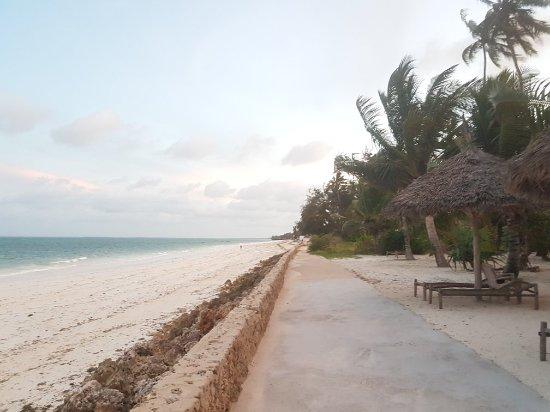 Uroa Bay Beach Resort : 20171218_183950_large.jpg
