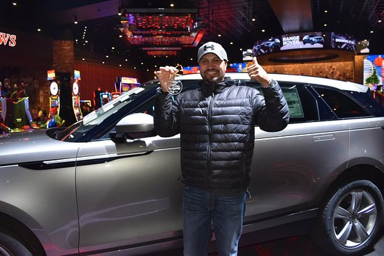 Highland, Kalifornia: Club Serrano member Luis won a 2018 Range Rover Velar on December 21, 2017 at San Manuel Casino.