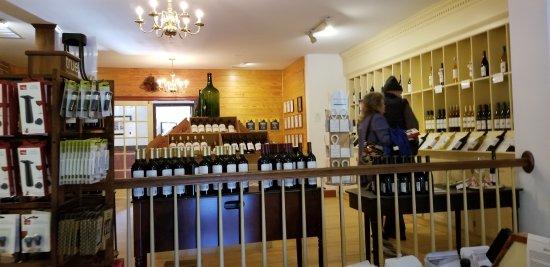 Williamsburg Winery: Wine Sales Room