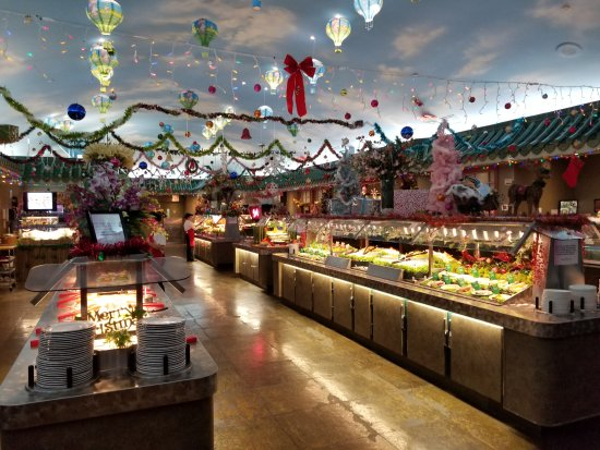 Mandarin Restaurant: Very festive decorations make the meal that much more enjoyable.