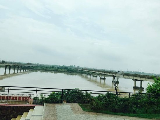 Tulip Riverside Hotel: River Jhelum View