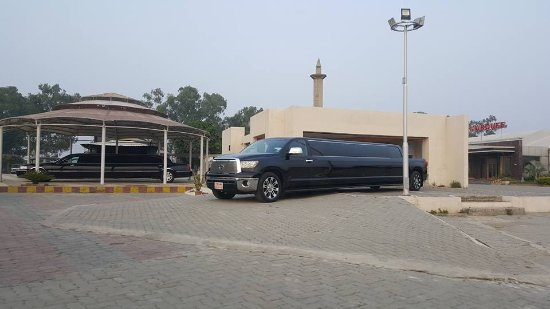 Tulip Riverside Hotel: Lincoln, Hummer, Lexus and Cadillac
