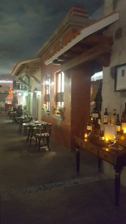El Dorado Seaside Suites: The Italian restaurant in the main lobby building.