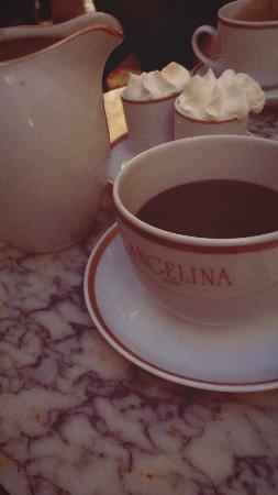 Angelina: Melhor chocolate quente da vida!