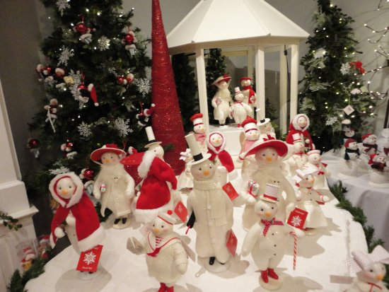 Byers' Choice Christmas Gallery: Red & White display