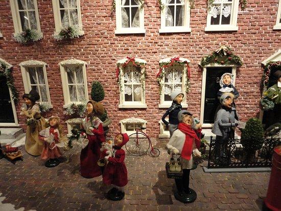 Byers' Choice Christmas Gallery: Ye Olde Philadelphia?
