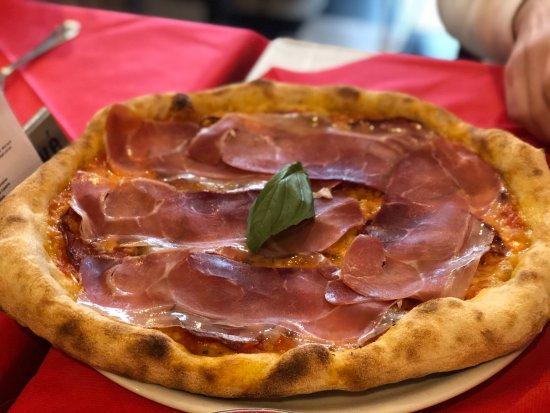 La Fonte: Crispy Italian pizza