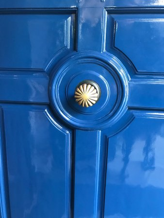 The French Laundry: Iconic blue door