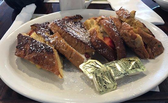Bagel Tree Restaurant & Bakery: Stuffed French Toast
