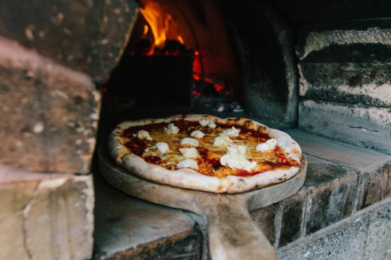 Manaia: Wood-fire pizza