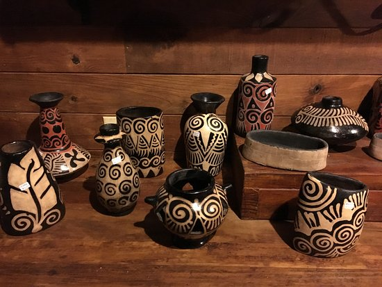 The Lodge and Spa at Pico Bonito: Lenca pottery in the gift shop