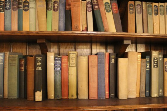 Brewers Fayre Llandoger Trow: Book collection
