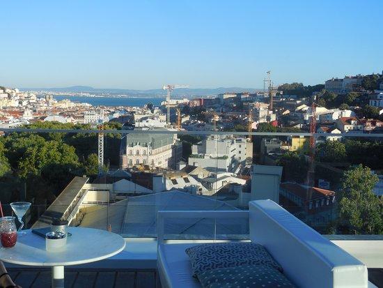 Tivoli Avenida Liberdade Lisboa: View of Tagus River from Rooftop Bar