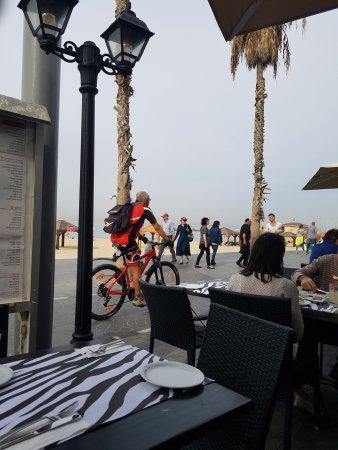 London Resto-cafe: Vista de la playa