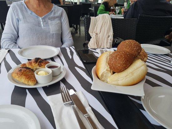 London Resto-cafe: Panes