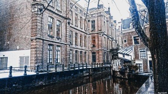 Emperor's Canal (Keizersgracht): LOVE ME