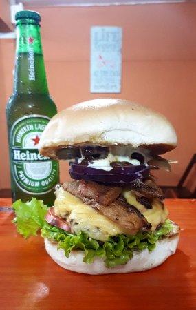 B&B Homemade Burger: Bacon'N'Salad! Combinado com tudo!