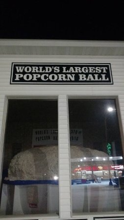 Sac City, IA: World's Largest Popcorn Ball
