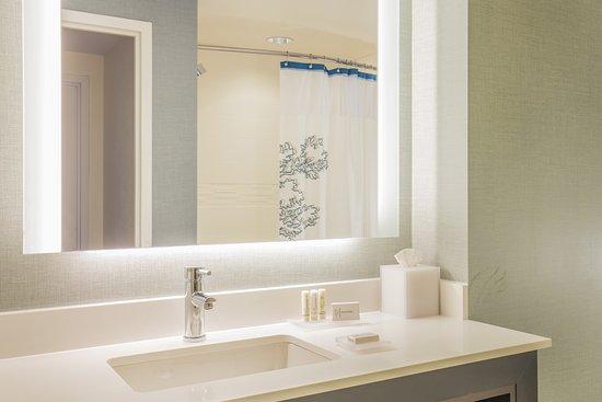 Residence Inn Boston Braintree: One Bedroom Suite Bathroom