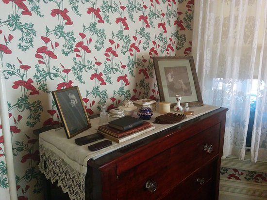 Byers Evans House: Old Style Dresser