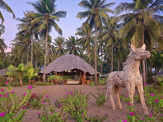 Coconut Garden Beach Resort: Resto