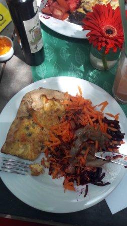 Ma'Grecht: Tarta de pollo con ensalada