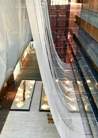 The Opposite House: Ansicht des Eingangsbereichs aus dem fünften Stock