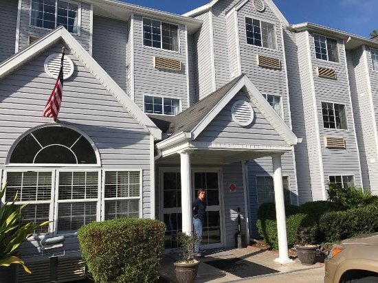 Microtel Inn & Suites by Wyndham Palm Coast: Front of Palm Coast Microtel