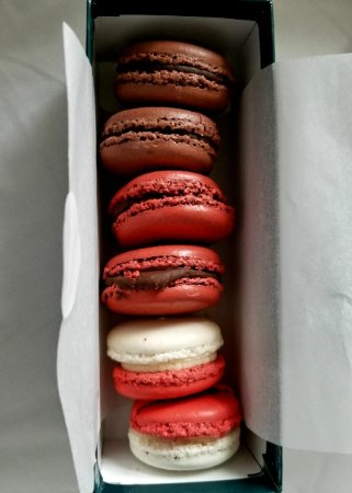 Bakery Lorraine: Chocolate, Red Hot and Peppermint Macaroons - So Yummy!