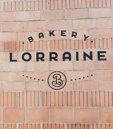 Bakery Lorraine: Outside the bakery