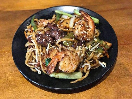 Dragon Bay Asian Fusion: Combination X.O Noodle