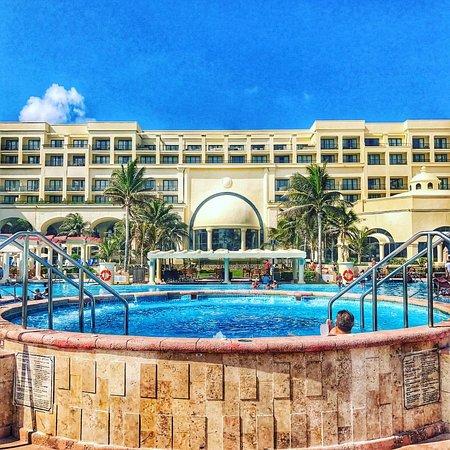 Marriott Cancun Resort: Huge Hot Tub