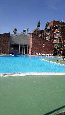 Arapey Thermal Resort and Spa: Parte trasera de la piscina cubierta