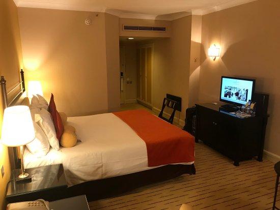 Corinthia Hotel St. George's Bay: Superior Room