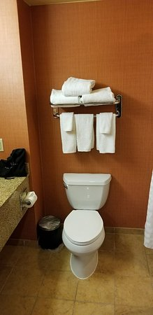Embassy Suites by Hilton Hampton Convention Center Photo