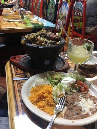 Restaurante Tequilas: Molcajete dish and a frozen margarita