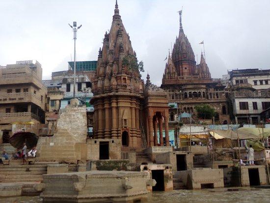 Baba Guest House: A la altura del hostel desde el Ganges
