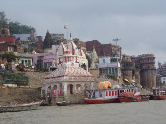 Baba Guest House: Paseando por el Ganges