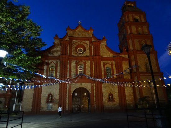 Tuguegarao Cathedral: 教会を南から