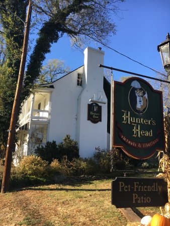 Upperville, VA: Hunter's Head Tavern