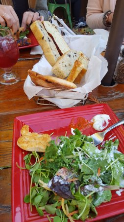 Wild Tomato Wood Fired Pizza and Grille: Awesome local sourced salad and bread basket