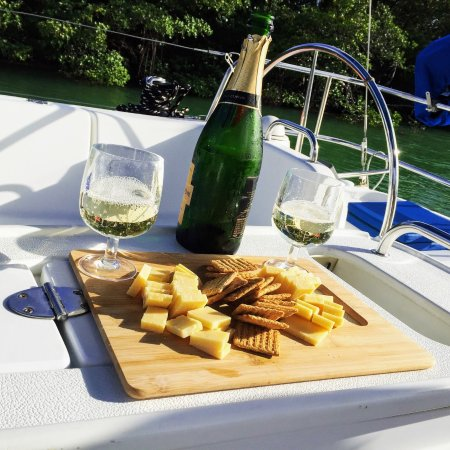 Sailing Adventures Miami: Champagne and Cheese