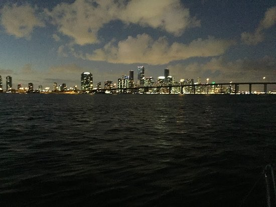 Sailing Adventures Miami: View of the city on a sunset tour