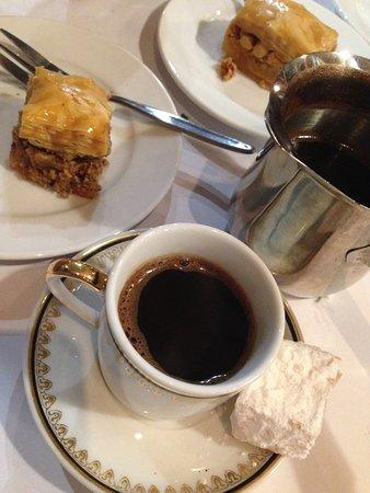Eddies Lebanese Eatery: Baklava and coffee