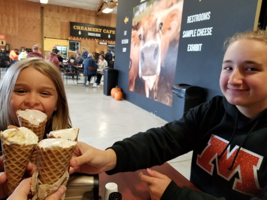 Tillamook Cheese Factory: Ice cream cones