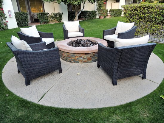 Fire Pit Near The Pool Picture Of Palm Mountain Resort Spa Palm Springs Tripadvisor