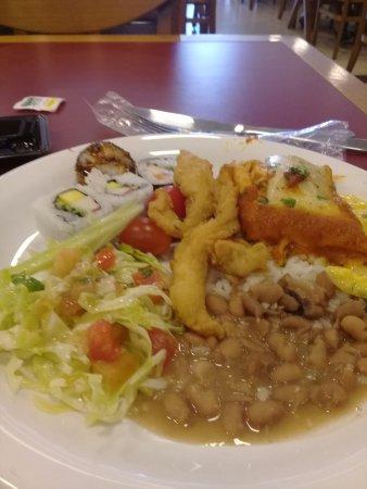 Enseada Gourmet Restaurante: almoco com muita variedade estilo sefl service